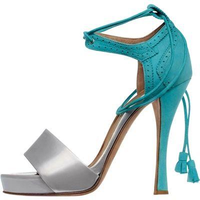 Hermès  Collezioni Primavera-Estate 2012  Sandalo in vitello e pelle turchese con plateau e laccio da annodare intorno alla caviglia.    Prezzo: € 780,00