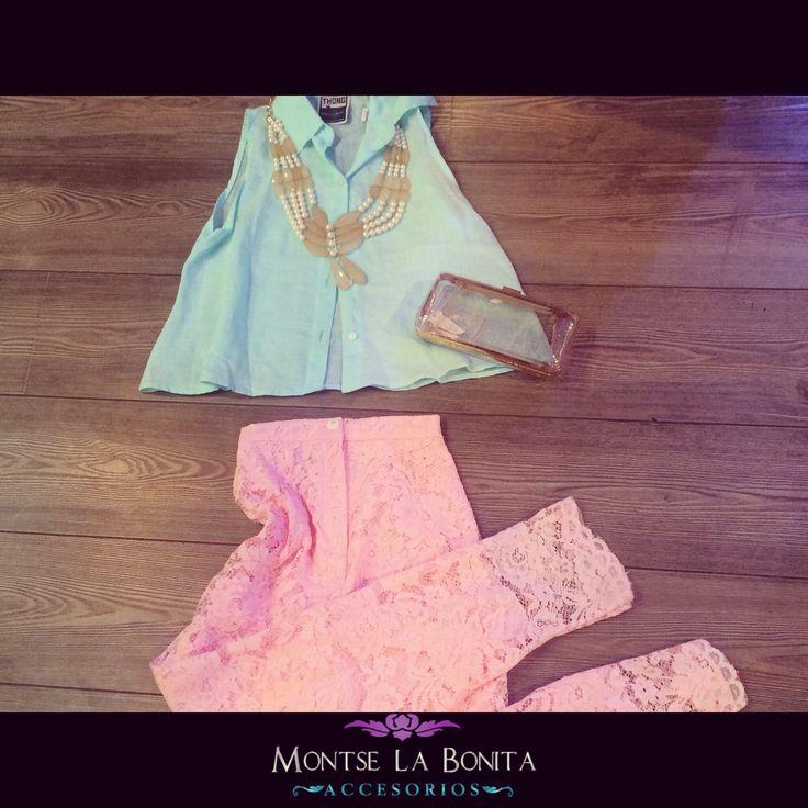 Este pantalón de encaje lo tenemos también en lila y azul claro...la blusa en lila también!