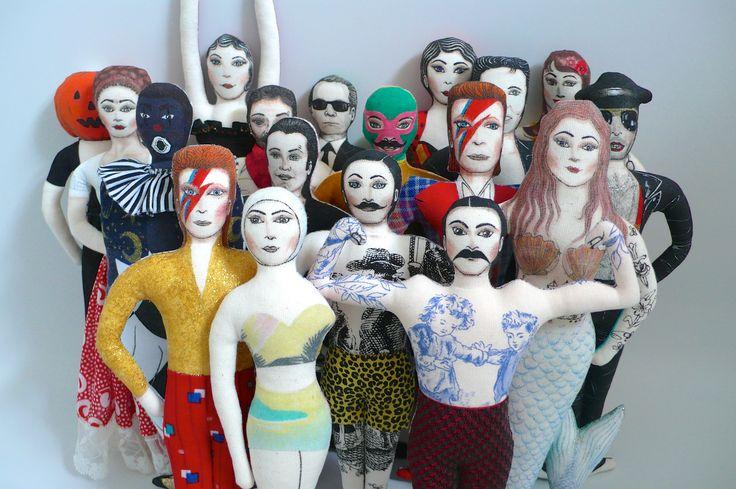 Les poupées tatouées de Un Radis m'a dit, art doll, tattooed doll, feutres et peintures textiles, tissus de récup, tissus anciens, ou vintages, célébrités, ou pas! Circus Doll, Davis Bowie, Short léopard, Freddy Mercury, Elvis.....Boutique : https://www.etsy.com/fr/shop/UnRadisMaDit