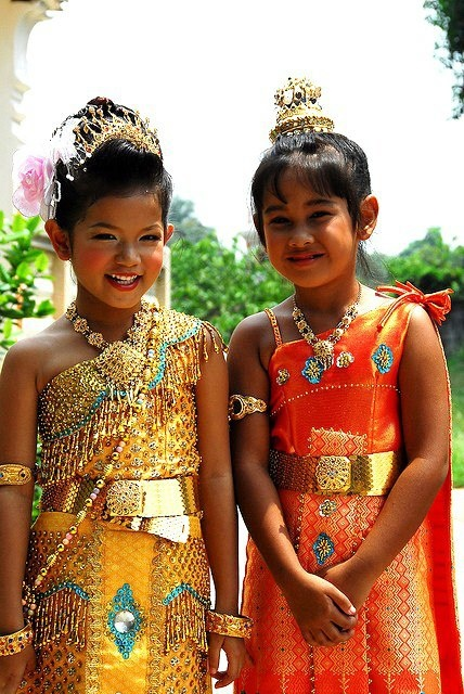 38 best TRADITIONAL THAI COSTUMES images on Pinterest