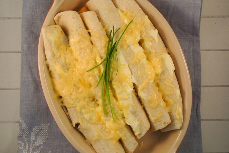 pittige wraps met kip (quorn), ui, paprika, witte kool, prei, room, kaas, sweet chili saus