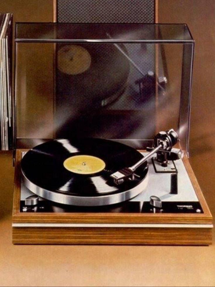 THORENS TD 160 turntable - www.remix-numerisation.fr - Rendez vos souvenirs durables ! - Sauvegarde - Transfert - Copie - Digitalisation - Restauration de bande magnétique Audio - MiniDisc - Cassette Audio et Cassette VHS - VHSC - SVHSC - Video8 - Hi8 - Digital8 - MiniDv - Laserdisc - Bobine fil d'acier - Digitalisation audio