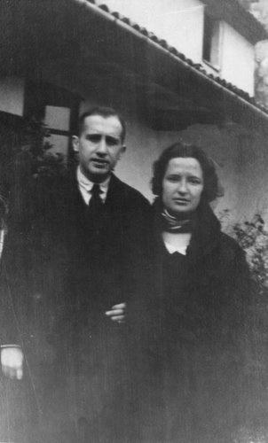 Carmen Conde y Antonio Oliver de viaje de novios en la Cartuja de Valldemosa.