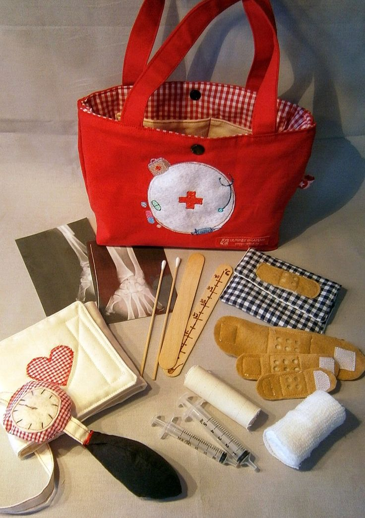 Doctor Set. Could make something similar for the boys. ULRIKES SMÅTING: Erste Hilfe Tasche für Puppen und Teddys....
