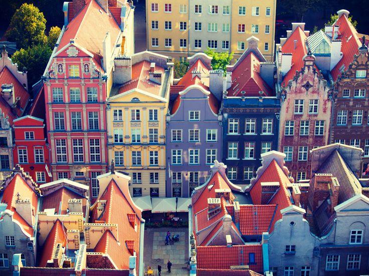 Ciudad colorida de Gdansk / Gdansk es la sexta mayor ciudad de Polonia y la mayor ciudad portuaria de este país. Entre 1975 y 1998 fue capital del desaparecido Voivodato de Gdansk y, desde 1998, es la capital del voivodato de Pomerania