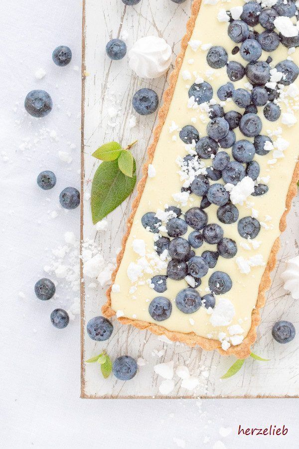 Zitronen Rezepte: Leckere Zitronentarte mit Blaubeeren. Einfaches Kuchen-Rezept von herzelieb