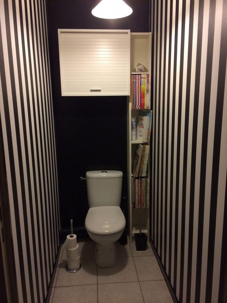 Terese Paranque, France - Je viens de terminer les travaux de mes toilettes. Papier, peinture, accessoires... jai tout changé. L'idée de départ était de pouvoir y ranger les bandes dessinées de mes enfants devenus grands et qu'ils ont laissé chez moi. Jai juste rajouter le meuble volet roulant pour stocker le papier toilette.