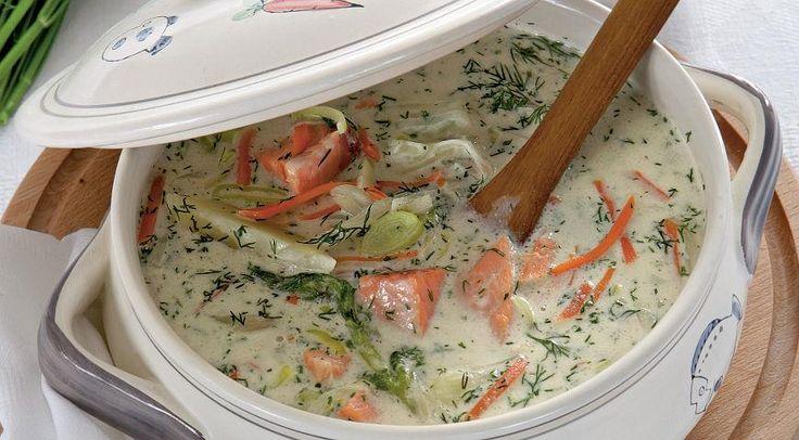 Финский рыбный суп с копченой семгой 2 стакана молока или не слишком жирных сливок 1 свежая потрошеная семга весом примерно 1,5 кг 200 г семги горячего копчения 4 небольшие картофелины 1 средняя морковка 1 небольшой корень сельдерея 1 небольшой кочанчик фенхеля 2 средних стебля лука-порея (только белая часть) 1 ст. л. муки средний пучок укропа