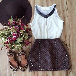 Saia curta + Blusa branca
