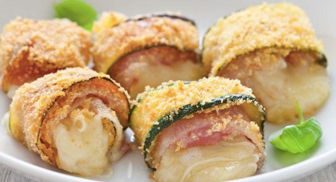 La ricetta con le zucchine per fare gli involtini golosi ripieni di pancetta e formaggio
