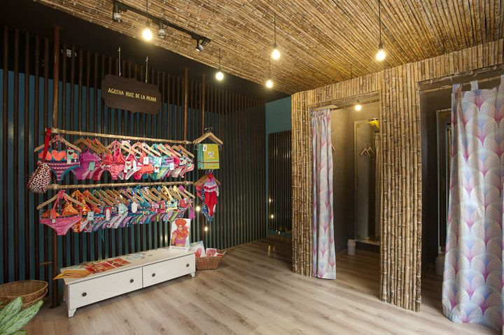 Lagunarosa store by Plasma, Bogotá – Colombia  June 12th, 2012 by retail design blog      LAGUNAROSA is a multi-brand store targeted at women who want to look good, who care about their figure and wish to inpire love and desire through their underwear and swimsuits.