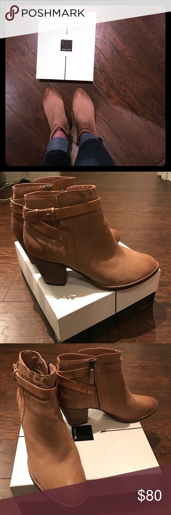 Dolce Vita ankle booties Dolce Vita tan leather ankle booties. Very comfy & in great condition! 🌟REDUCED 🌟 Dolce Vita Shoes Ankle Boots & Booties