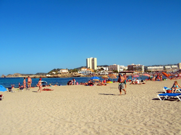 Arenal Beach Javea Spain - http://www.perfectdaydestinations.com/2012/european-destinations/beach-holidays-in-spain/#    Where to take your family for a perfect holiday on the beach? The options are many and the beaches are sandy!