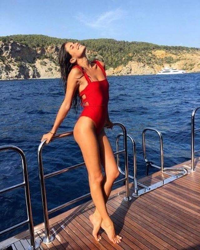 Este verão o fato-de-banho que transformou Pamela Anderson no maior sex symbol da pequeno ecrã é a peça mais desejada da praia. Veja mais em Moda/Tendências. @sarasampaio #vogueportugal #cninow #red #vermelho #fatodebanho  via VOGUE PORTUGAL MAGAZINE OFFICIAL INSTAGRAM - Fashion Campaigns  Haute Couture  Advertising  Editorial Photography  Magazine Cover Designs  Supermodels  Runway Models