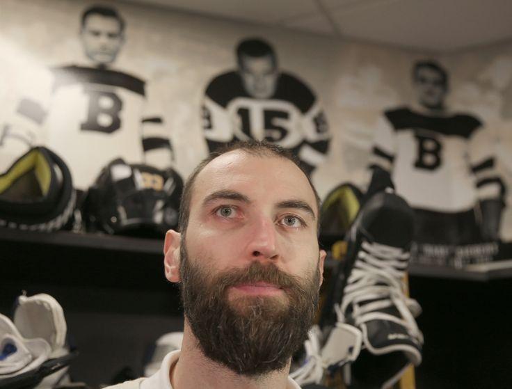 Kapitán Bostonu hrá v NHL už dvadsať rokov – za ten čas sa z najhoršieho obrancu New Yorku Islanders vypracoval na víťaza Norris Trophy pre najlepšieho obrancu NHL.