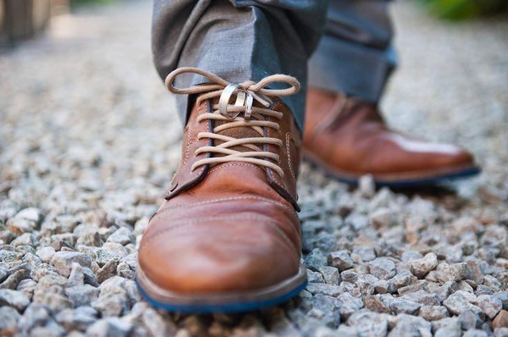 Het moeten niet altijd de schoenen van de bruid zijn die in de kijker staan. De bruidegom mag ook eens een beetje aandacht krijgen :-D