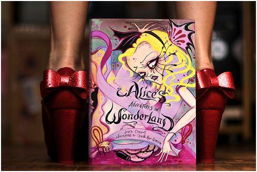 Ahh eu quero esse livro, as ilustrações são tão perfeitas. Alguém me dá de presente, por favor? *-*