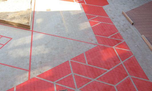 Les architectes paysagistes de Kuula ont été approché pour proposer un design de marquage au sol pour la cour de l'école maternelle de Phorms Education   C