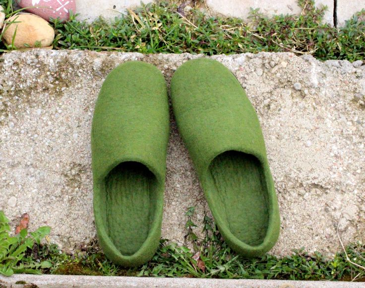 Wool clogs - felted green slippers - unisex house shoes - felt slippers for Him and Her - gift for Father - made to order by AgnesFelt on Etsy