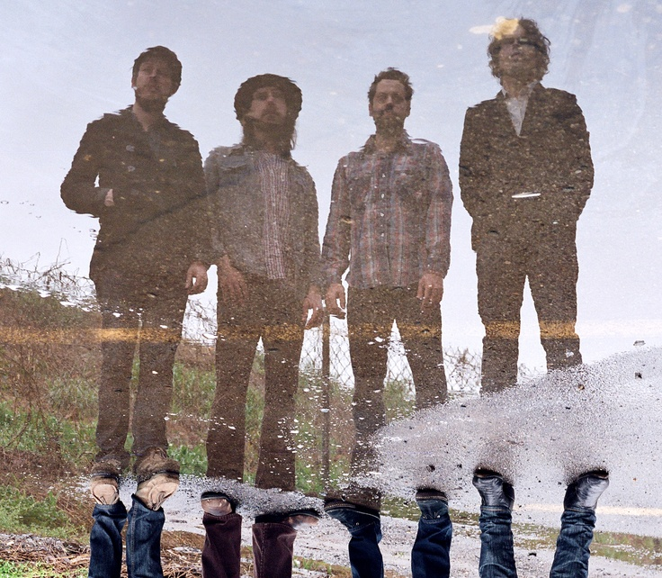 What a cool shot of a great band. Vetiver.