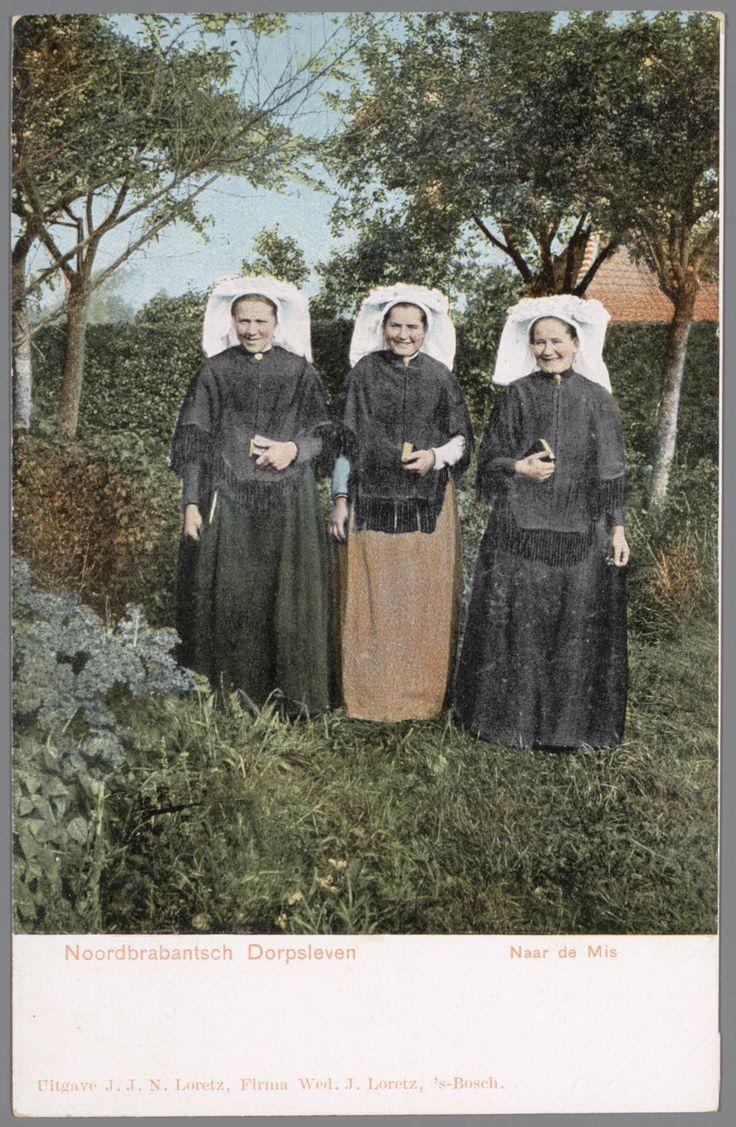 Drie vrouwen in Noord-Brabantse streekdracht, gekleed in kerkdracht Noorbrabantsch Dorpsleven - Naar de Mis. 1900-1905 #Noord-Brabant