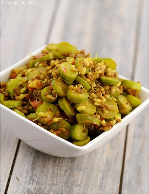 Tendli Aur Matki ki Subzi, the simple tendli subzi is made differently with spouted matki and indian spices. Sprouts and tendli enrich this subzi with its protein, calcium and iron content.