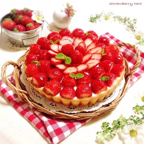Sweet and sour ~ ~ ️ full of strawberries W rare cheese tart ♪