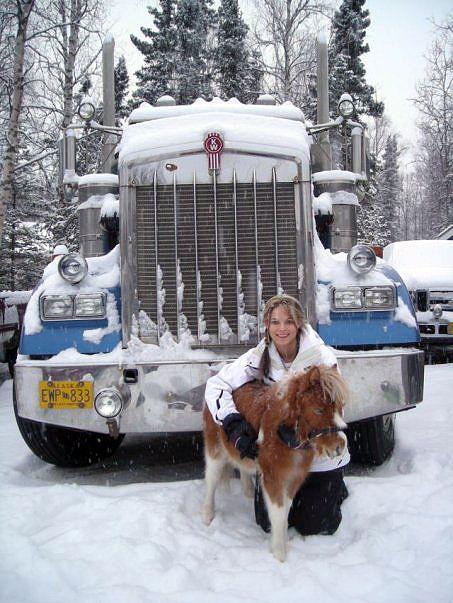 Lisa Ice Road Trucker Dies | FOTO] Lisa Kelly, Sopir Truck Wanita Cantik, Seksi dan Perkasa