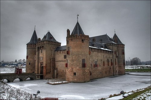 A beautiful medieval castle in the Netherlands. The Muiderslot was built around 1285 by Count Floris V. While hunting with falcons one day in 1296, Floris was captured by his nobles and imprisoned in his own castle. During his escape he was killed in the vicinity of Muiderberg.