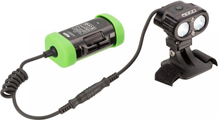 Klein und Leistungsstark: die Vision R2 LED Helmlampe von Hope Zwei Dimmstufenbereiche mit jeweils 3 Dimmstufen ermöglichen Dir die Lichtleistung auf das jeweilige Terrain anzupassen. Zusätzlich wird der Bedienknopf je nach Dimmstufenbereich be...