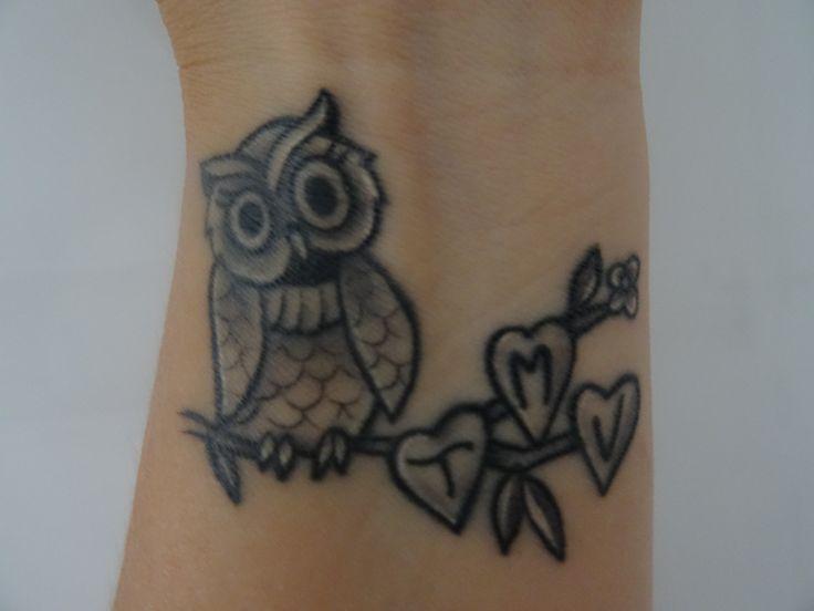 Owl tattoo wrist woman women. Mijn uil tattoo op mijn pols gezet door inkkitchen in Hengelo.