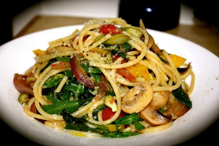 Spaghetti Primavera http://emsfoodforfriends.com.au/spaghetti-primavera/