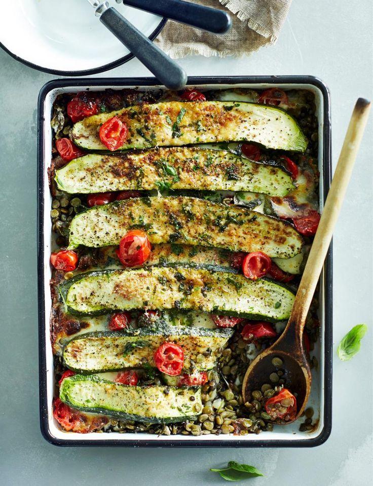 Mausteinen kesäkurpitsa-linssipaistos // Oven roasted Zucchini & Lentils casserole Food & Style Taina Salovaara Photo Riikka Kantinkoski Maku 4/2015, www.maku.fi