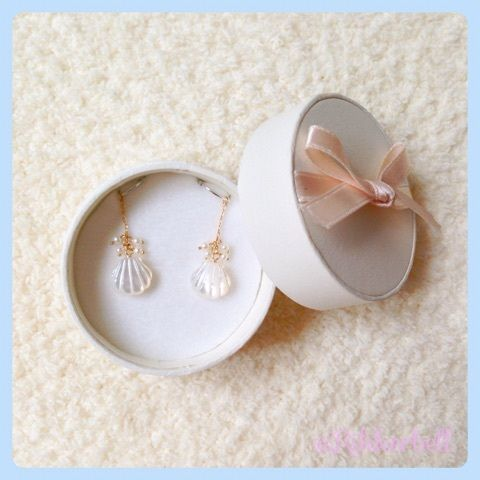 ♡Pierced earrings charm of the shell