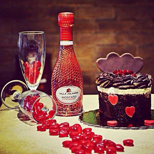 Γιορτάζουμε την ημέρα του Αγίου Βαλεντινου με πολλές εκπλήξεις και έκτακτα πιάτα! Γιατί η μεγαλύτερη μαγεία είναι ο έρωτας!