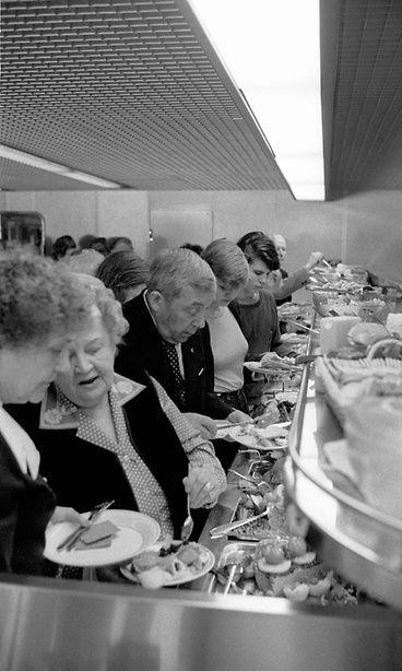 Viking Songin buffet vuonna 1981. Copyright: Lehtikuva. Kuva: Hans Paul.