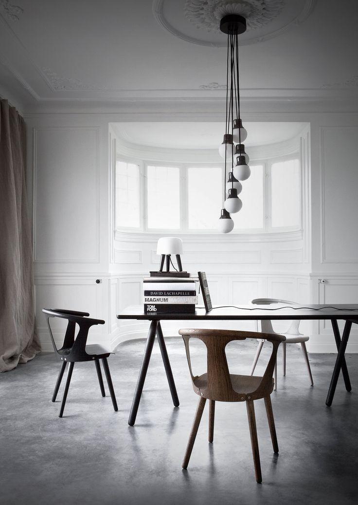 &tradition: židle In Between, stůl Raft, závěsný lust Mass, lampička Milk