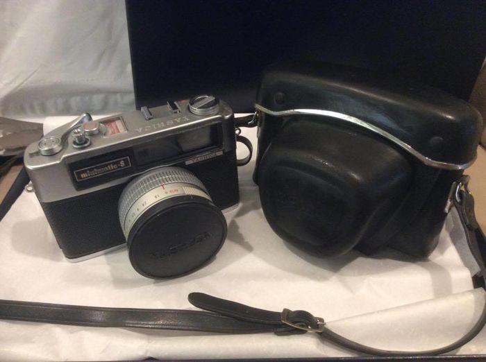 Vintage 1963 Yashica Minimatic-S Camera met originele lederen tas gemaakt in Japan  Je biedt op een Vintage Yashica Minimatic-S camera (made in Japan) waarin de Yashica model Camera en originele lederen tas. Een eigen stroomvoorziening selenium-fotocel betekent dat u nooit zorgen hoeft te maken over een batterij. Helemaal u nood zit film en u zijn ingesteld om te gaan. De film is niet opgenomen in dit veel.Dit pre-owned camera en zaak is in goede staat en heeft typische slijtage voor haar…