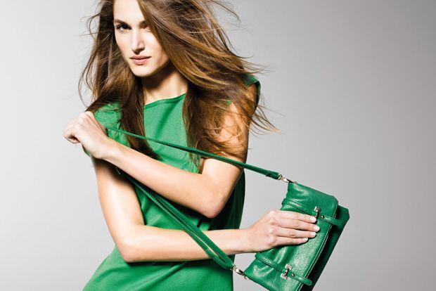"""""""In questa immagine: Abito (1094V1792); Borsa (6GYRD11W1). Collezione Donna United Colors of Benetton primavera/estate 2013."""""""
