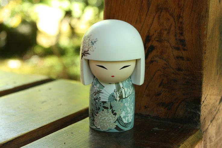 Kimmi doll de moderne Kokeshi. gefotografeerd in de Japanse Tuin in Den haag. Lucky Touch