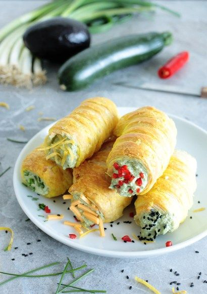These Vegan Guacamole Stuffed Rolls are probably the coolest finger food ever. Perfect for party, picnic or as grab-and-go lunch.