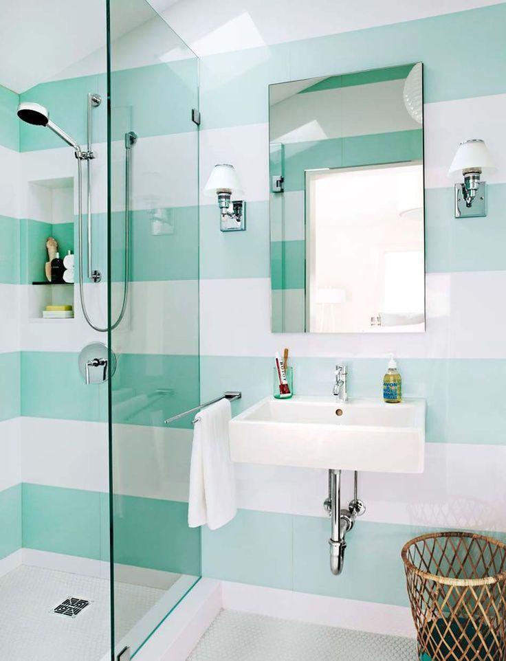 Des murs aux rayures géantes de couleurs pastel dans l'esprit « fraicheur aquatique »