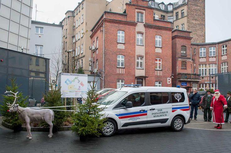 Poznańscy myśliwi kupili dla Szpitala im. św. Józefa nowoczesny ambulans do przewozu dzieci.