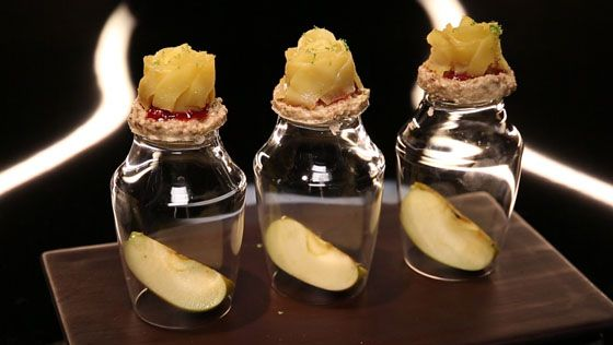 - Pomme rôtie- Sablé chocolat blanc- Compote de framboises et rose