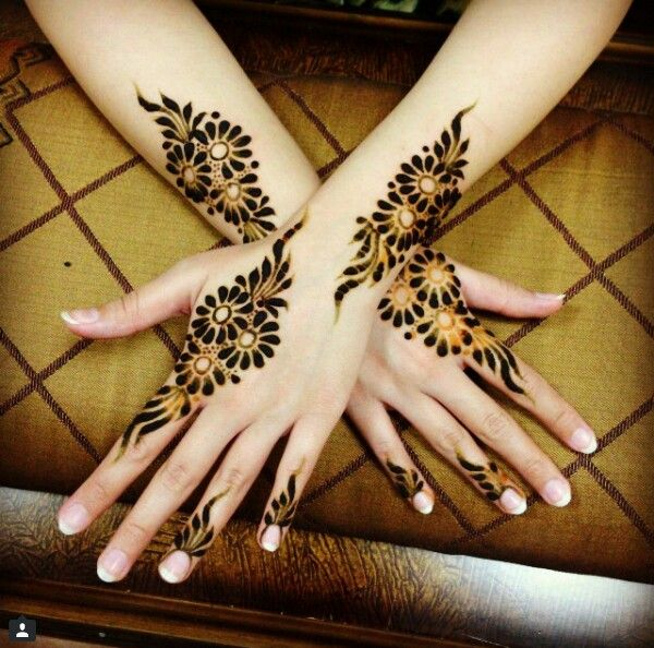 Elegant henna design...want this but with real ink