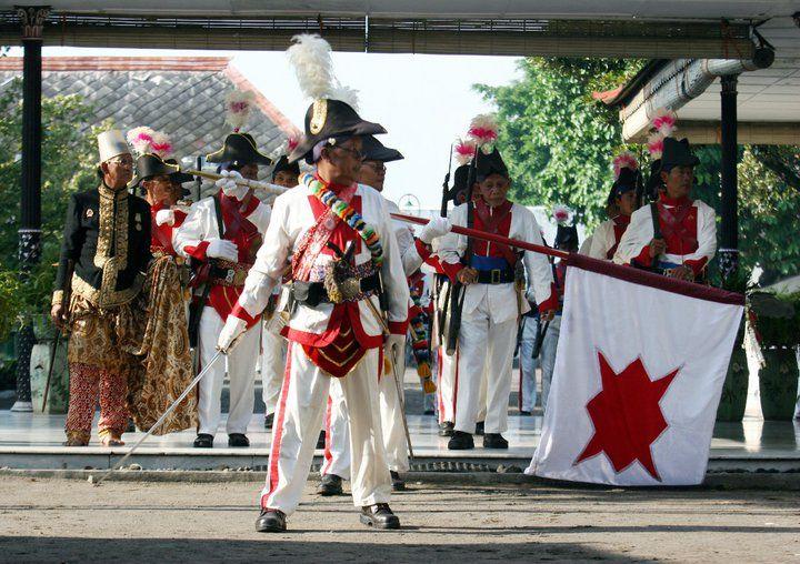 http://yogyakarta.panduanwisata.id/files/2012/11/prajurit-dhaeng1.jpg