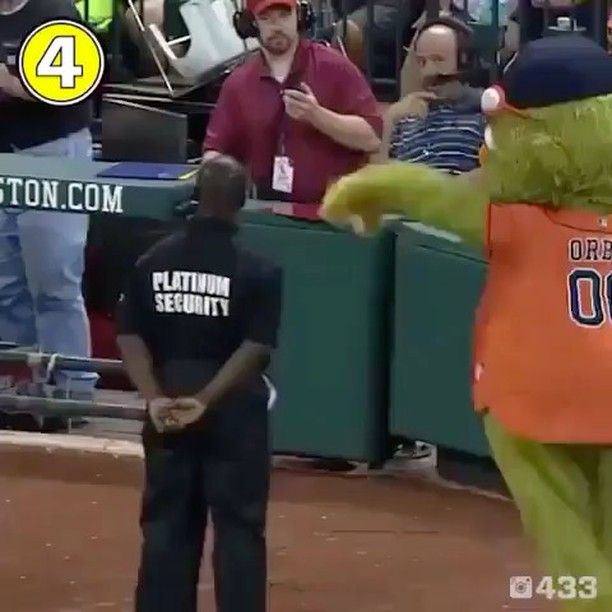 Didn't see that coming ... watch till the end! . Follow @superhumanarena and tag a friend to show your love for this page ... I appreciate you! .  @creazyfit  #extremesports #extremesport #dance #surprisedance #baseball #mascot