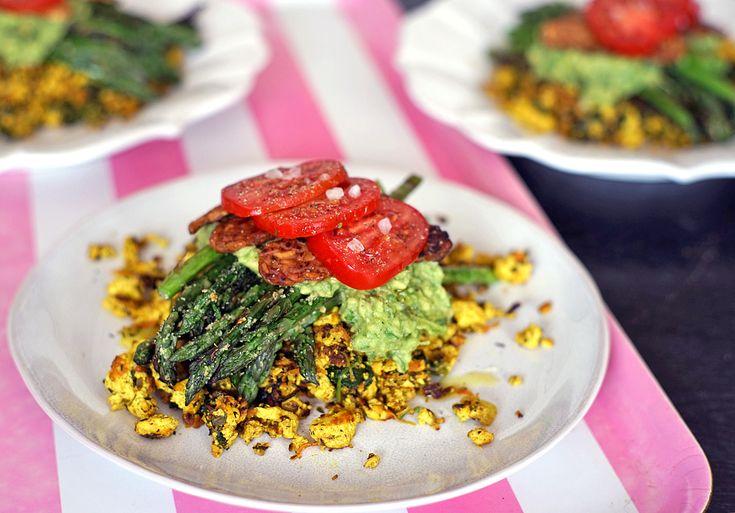 Míchané tofu s opečeným tempehem a grilovaným chřestem | Veganotic
