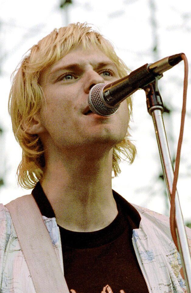 Kurt Cobain live at Sjöhistoriska Museet, Stockholm, Sweden for the European Tour. June 30, 1992.  https://youtu.be/t8vXINzQSkI