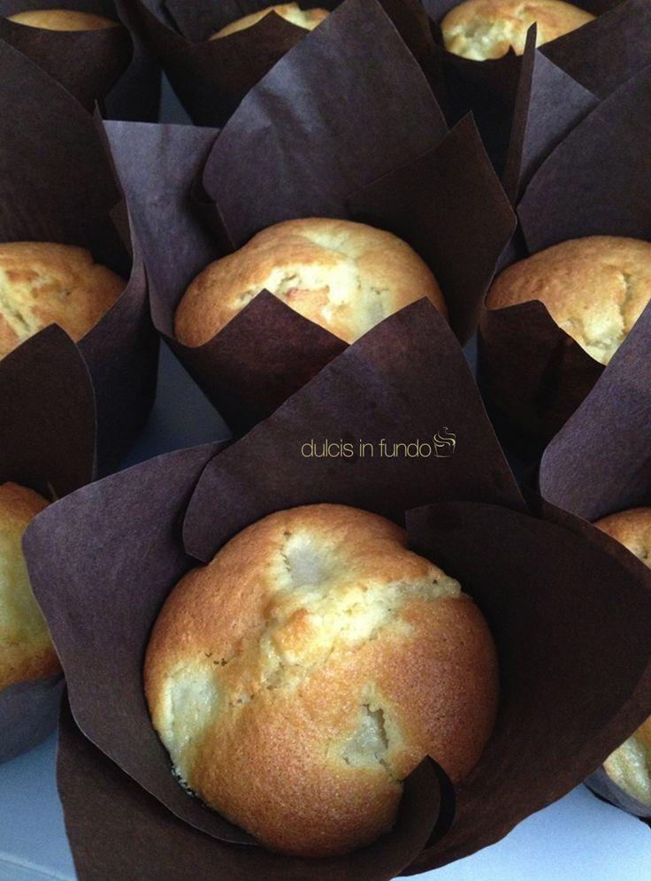 Tanta tanta frutta fresca! Succose pere, pezzi di cioccolato bianco e zenzero per questi Muffins by dulcis in fundo
